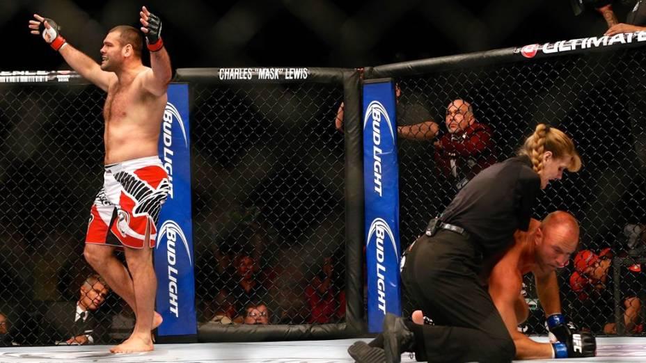 UFC 162: Gabriel Napão comemora vitória contra o americano Herman
