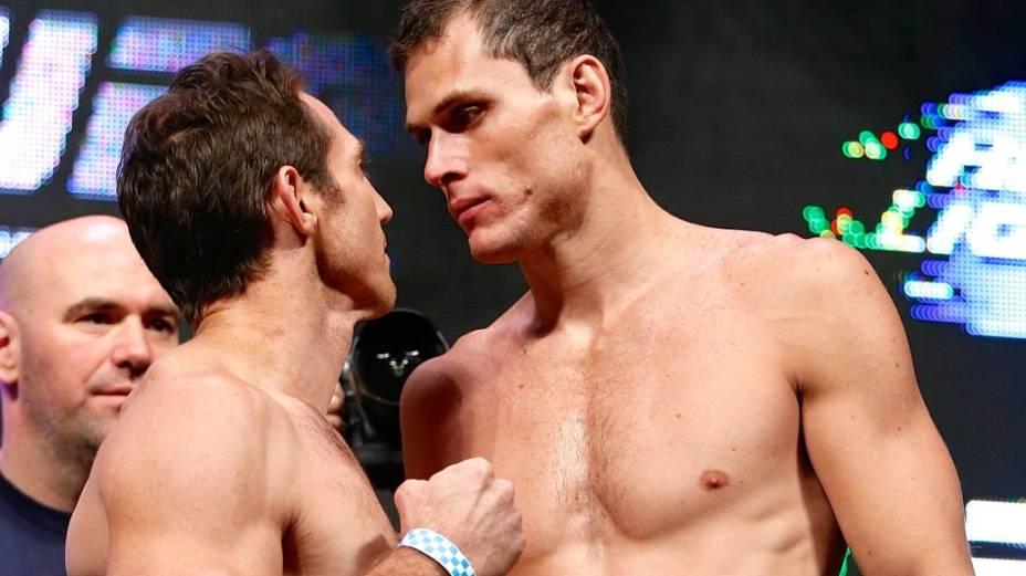 A pesagem do UFC 162: Silva x Weidman, no cassino Mandalay Bay, em Las Vegas; na encarada, Tim Kennedy e Roger Gracie