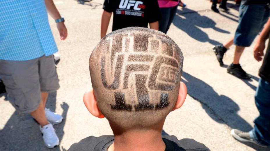 A chegada dos fãs para o UFC 166, em Houston, nos EUA