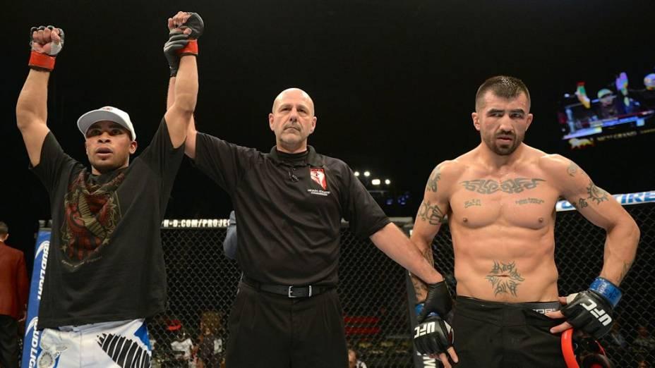 UFC 168: Robbie Peralta x Estevan Payan