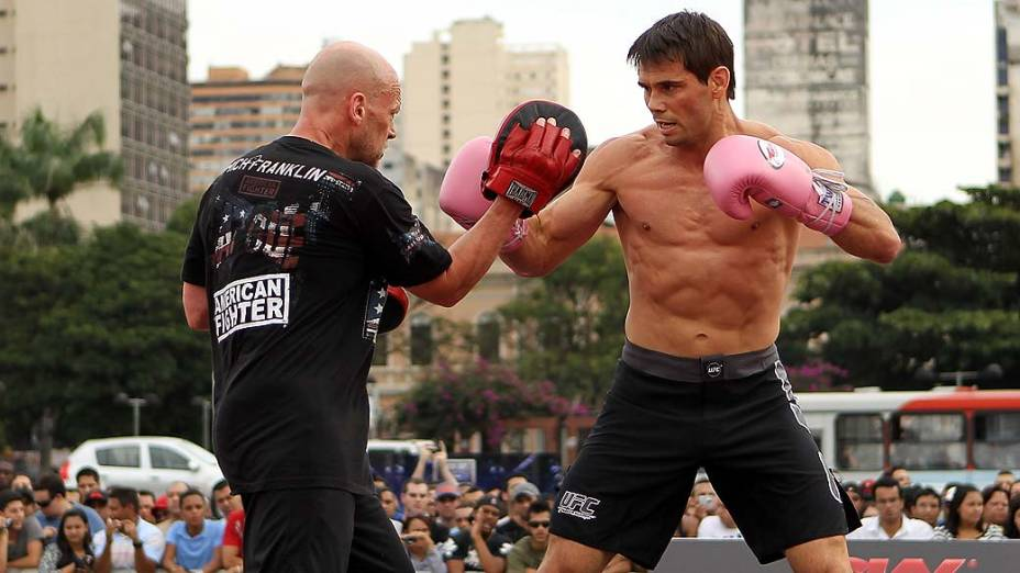Rich Franklin em treino aberto para o público em Belo Horizonte, Minas Gerais