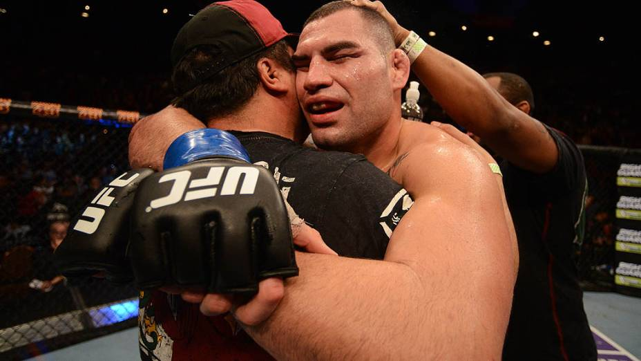 Cain Velasquez vence Júnior Cigano e recupera o cinturão dos pesados no UFC 155, em Las Vegas