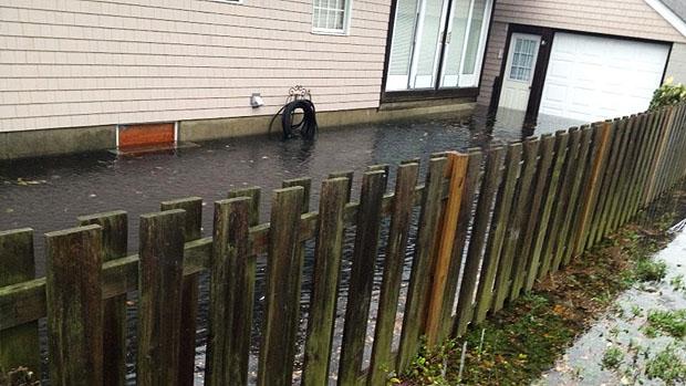 Quintal da casa de Weidman após o furacão Sandy