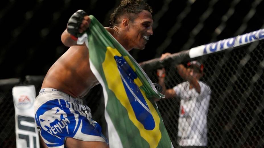 UFC Jaraguá 2: Charles do Bronx comemora