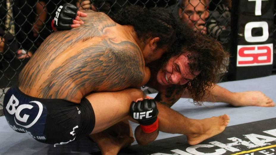 Benson Henderson e Clay Guida, durante luta no UFC - 12/11/2011
