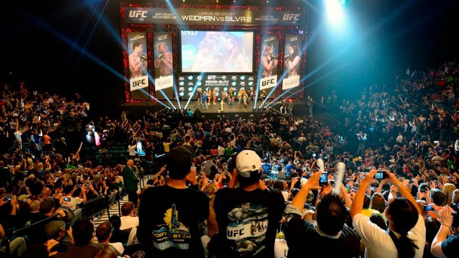 UFC 168: fãs na pesagem