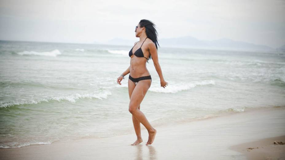 A ring girl Chandella Powell na praia da Barra da Tijuca, no Rio de Janeiro