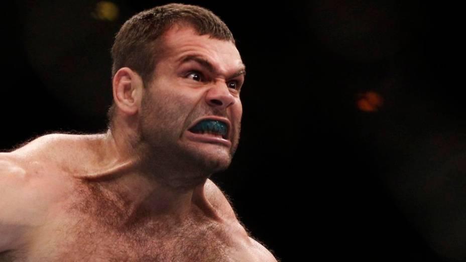Gabriel Gonzaga comemora a vitória contra Ednaldo Oliveira no UFC Rio 2012