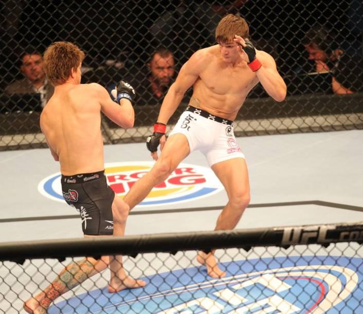 O americano Mike Pyle contra o brasileiro Ricardo Funch no UFC Rio 2012