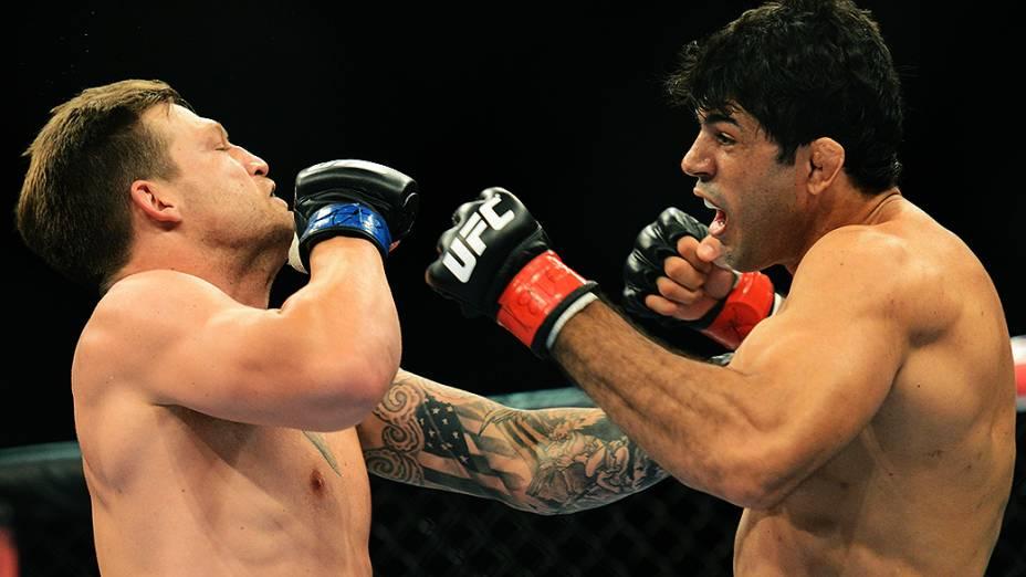 O brasileiro Viscardi Andrade vence a luta contra Bristol Marunde (EUA), no Ultimate Fighting que volta ao Rio de Janeiro (RJ), para o evento UFC 163, ou simplesmente UFC Rio 4
