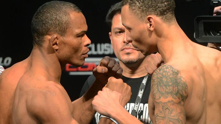 Francisco Massaranduba e C.J. Keith durante pesagem do UFC São Paulo, no Ginásio do Ibirapuera