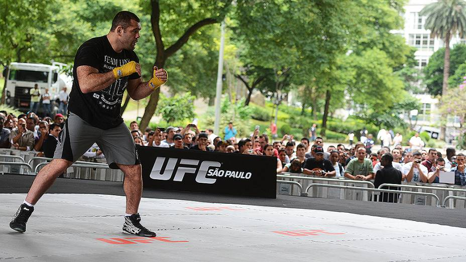 Gabriel Napão durante treino livre do UFC, em São Paulo
