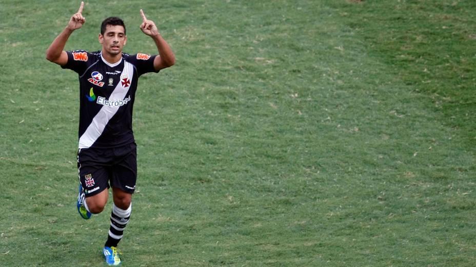 Diego Souza, do Vasco, comemora gol contra o Flamengo, durante partida pela última rodada do Campeonato Brasileiro - 04/12/2011