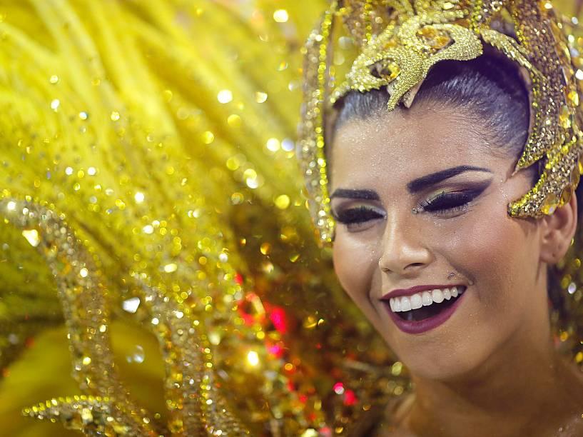 Rainha de bateria da União da Ilha, Bianca Leão, durante o desfile do Grupo Especial na Sapucaí, no RIo