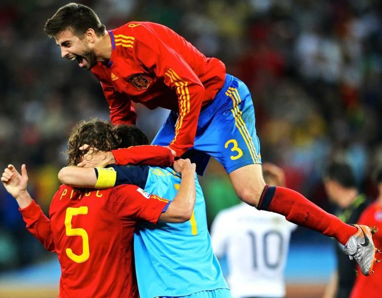 Rivais unidos na seleção espanhola: Piqué, Puyol e Casillas