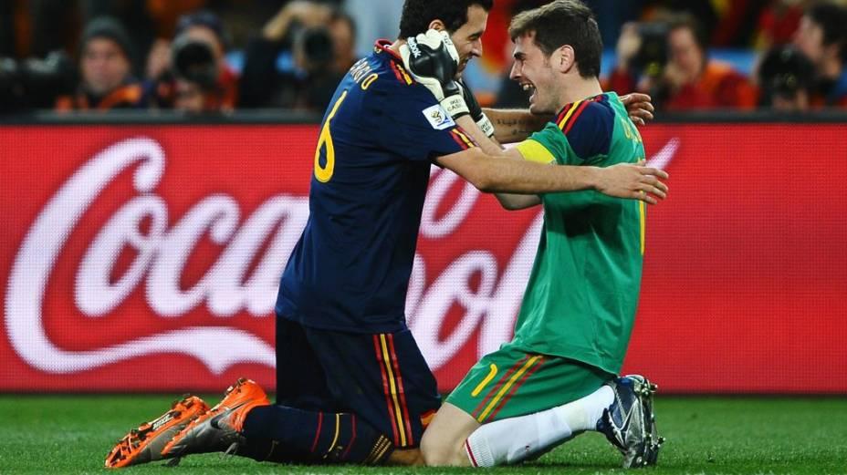 Rivais unidos na seleção espanhola: Busquets e Casillas