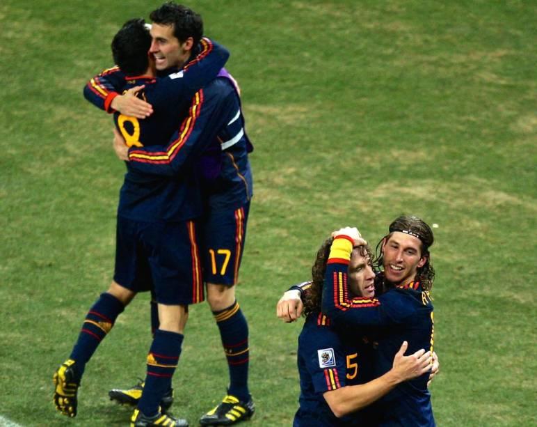 Rivais unidos na seleção espanhola: Iniesta, Arbeloa, Puyol e Ramos