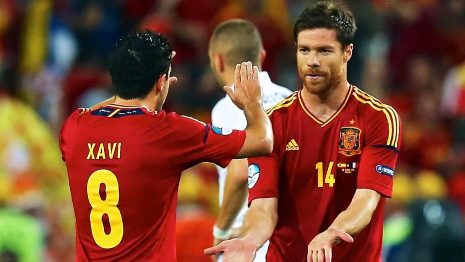 Rivais unidos na seleção espanhola: Xavi e Xabi