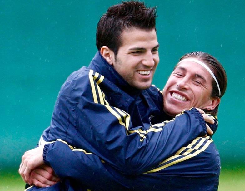 Rivais unidos na seleção espanhola: Fábregas e Ramos