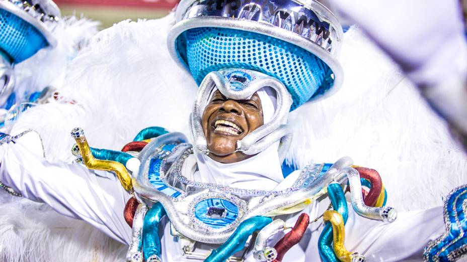 """Escola de Samba Unidos da Tijuca durante Carnaval Rio de Janeiro 2014 com o enredo """"Acelera Tijuca!"""", que homenageou Ayrton Senna"""