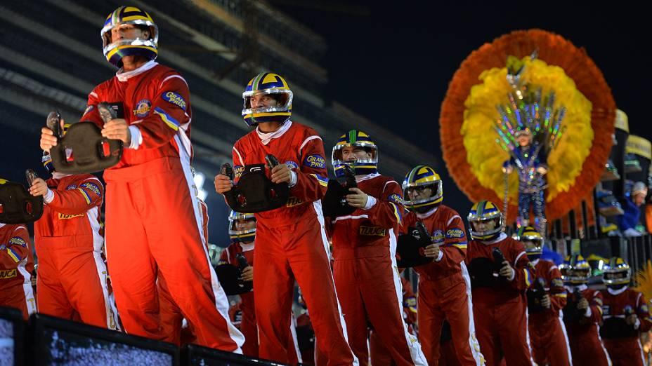 """Escola de Samba Unidos da Tijuca durante Carnaval Rio de Janeiro 2014 com o enredo """"Acelera Tijuca!"""", que homenageouAyrton Senna"""