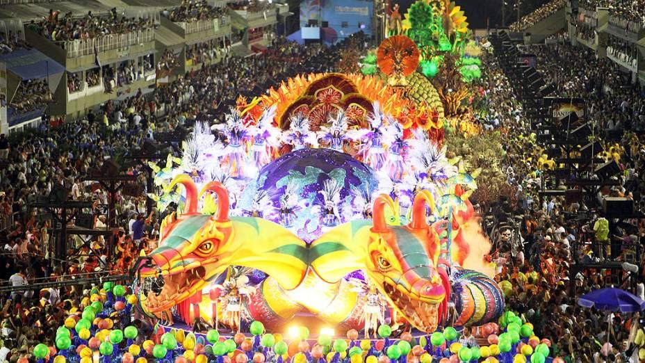 Destaque do carro alegórico da  Unidos de Vila Isabel durante desfile na Marquês de Sapucaí