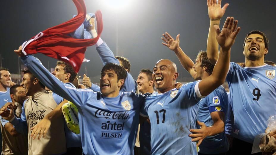 A seleção uruguaia venceu a Jordânia por 5 a 0 na ida da repescagem e praticamente garantiu passagem para o Mundial do Brasil