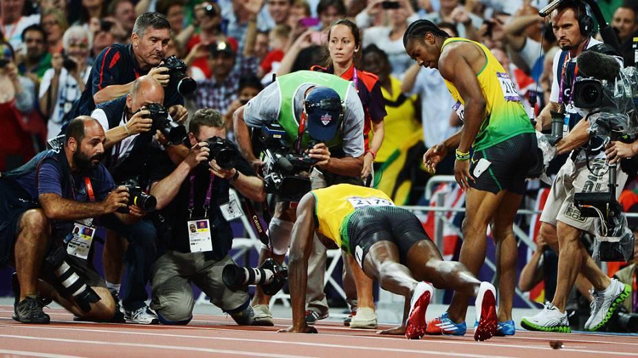 Usain Bolt comemora após vencer a final dos 200m em Londres