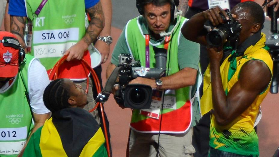 O jamaicano Usain Bolt registrou o momento com a câmera de um fotógrafo