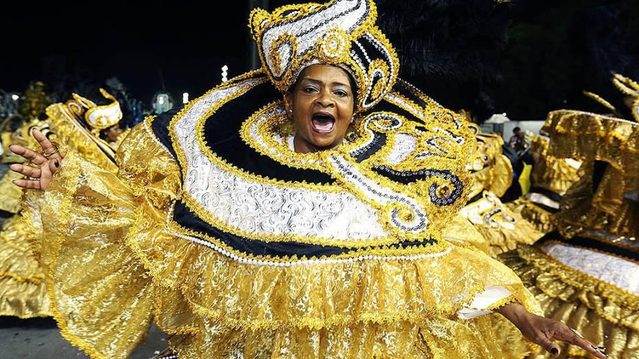 """Com o enredo """"Simplesmente Elis – A fábula de uma voz na transversal do tempo"""", em homenagem à cantora Elis Regina, a escola de samba Vai-Vai foi eleita campeã do Carnaval 2015 em São Paulo"""