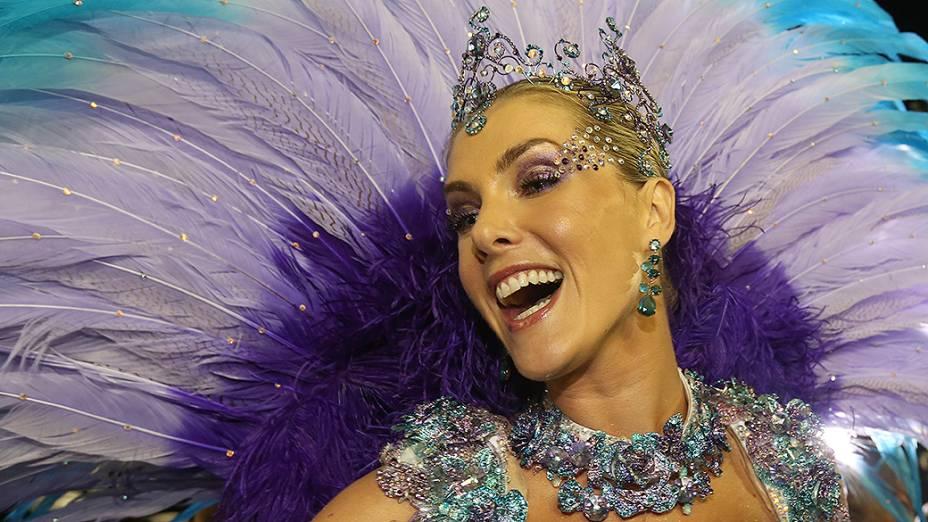 Ana Hickmann durante o desfile da Vai vai no segundo dia de desfile do Grupo Especial de São Paulo