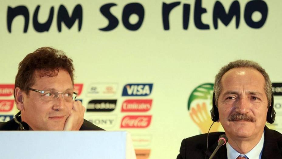 Jérôme Valcke, secretário-geral da Fifa, e Aldo Rebelo, ministro do Esporte, na entrevista coletiva em que foi anunciada a tabela da Copa das Confederações de 2013