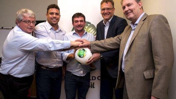 A reunião sobre o Itaquerão: os sorrisos de Ronaldo, Andrés e Valcke