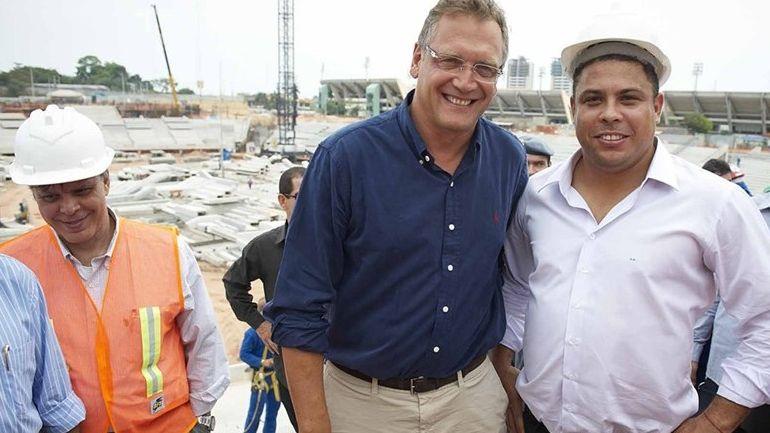 Valcke e Ronaldo nas obras da Arena Amazônia: estádio acima do preço