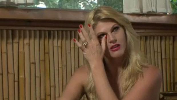 Val Marchiori chora em <em>Mulheres Ricas 2</em>