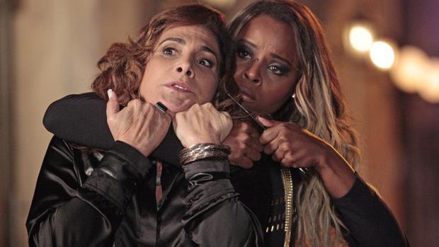 Maria Vanúbia (Roberta Rodrigues) vai entrar em briga com Wanda (Totia Meirelles), que tenta convencê-la a ir para a rua de prostituição em Istambul