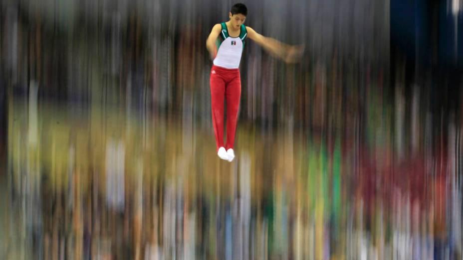 O mexicano José Alberto Vargas durante qualificação de trampolim masculino, no terceiro dia dos Jogos Pan-Americanos em Guadalajara, México, em 17/10/2011