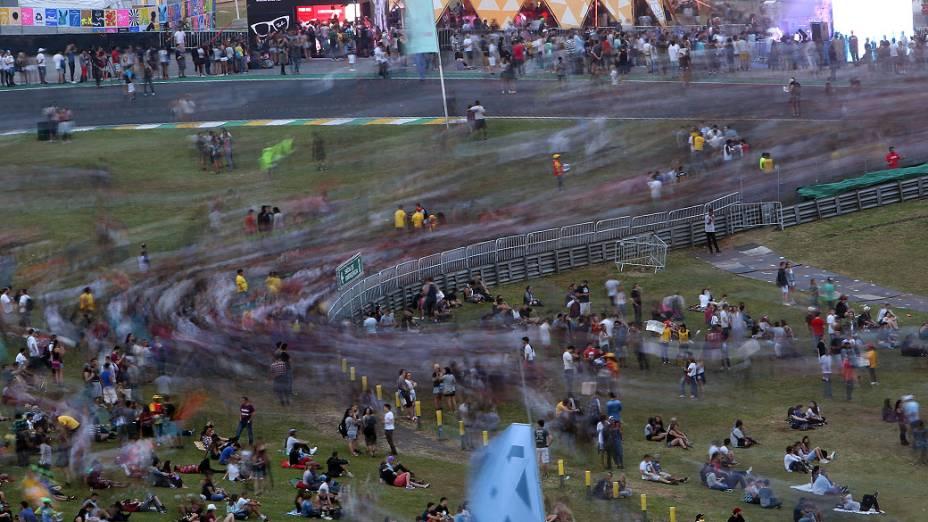 Movimentação no primeiro dia do Lollapalooza no Autódromo de Interlagos, em São Paulo