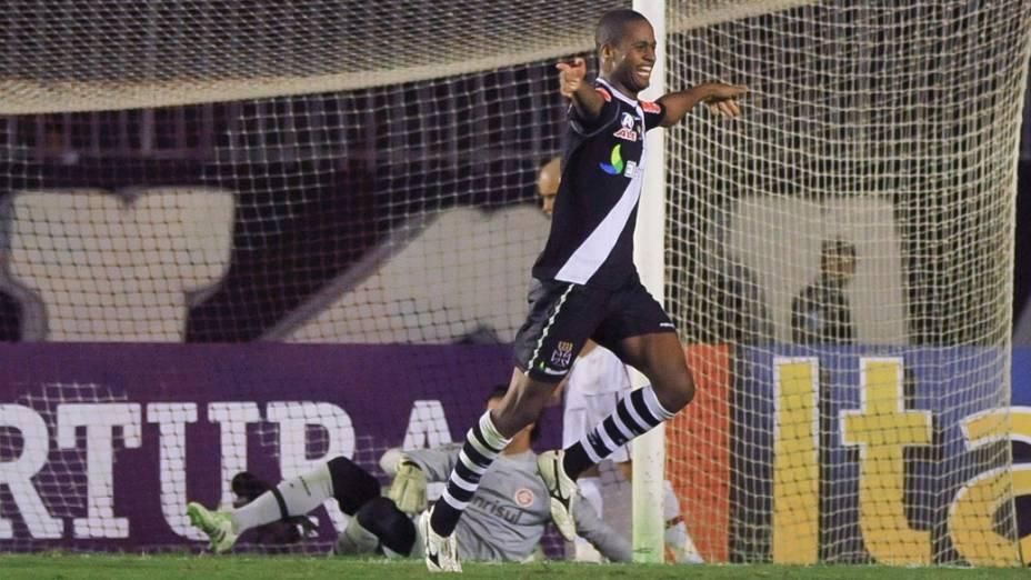 Dedé, do Vasco, comemora gol contra o Internacional, em partida pelo Campeonato Brasileiro - 09/07/2011
