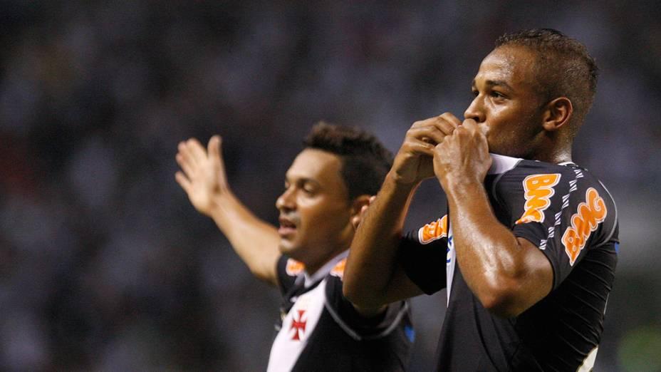 Felipe Bastos, do Vasco, comemora gol contra o Botafogo, em partida pelo Campeonato Brasileiro - 13/11/2011