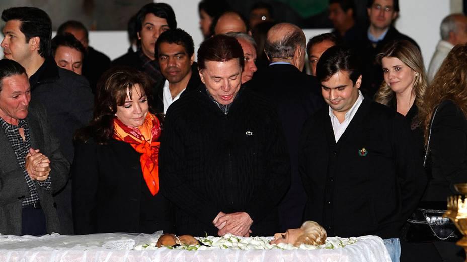 Silvio Santos comparece ao velorio da apresentadora Hebe Camargo