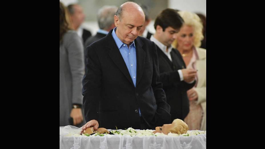 José Serra comparece ao velório da apresentadora Hebe Camargo no Palácio dos Bandeirantes em São Paulo