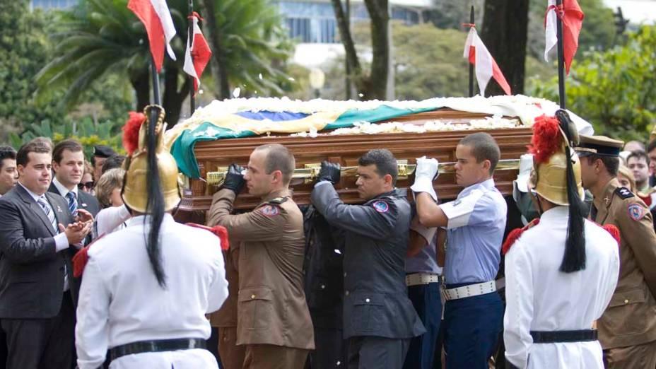 O caixão com o corpo do senador e ex-presidente Itamar Franco chega ao Palácio da Liberdade, sede do Governo mineiro, Belo Horizonte