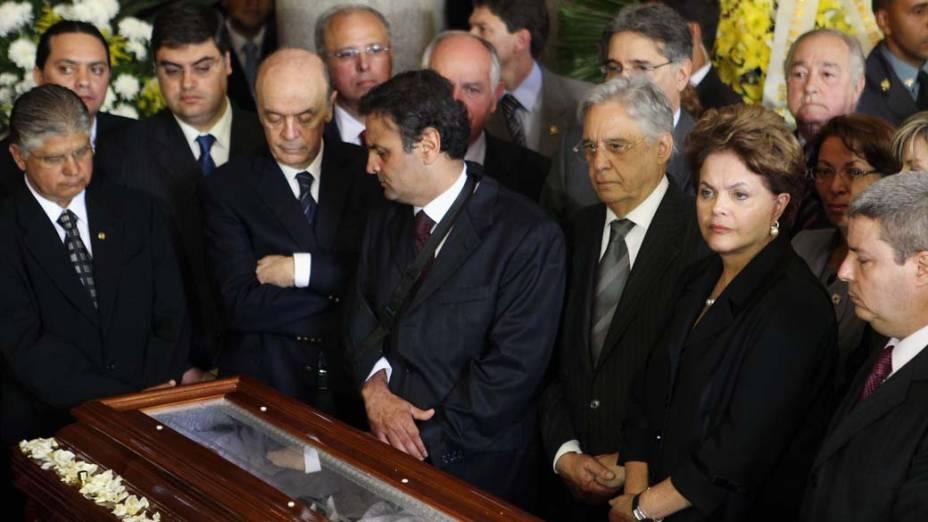 José Serra, Aécio Neves, Fernando Pimentel, FHC e a presidente Dilma Rousseff no velório do ex-presidente Itamar Franco no Palácio da Liberdade, Belo Horizonte