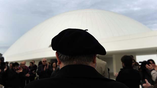 Espanhós prestam homenagem ao arquiteto no Centro Cultural Internacional Oscar Niemeyer, em Aviles