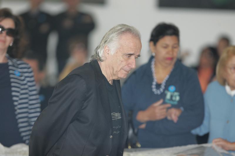 <br><br>  O maestro João Carlos Martins no velório da apresentadora Hebe Camargo no Palácio dos Bandeirantes. Hebe, uma das pioneiras da televisão brasileira, morreu aos 83 anos de parada cardíaca, em sua casa, no bairro do Morumbi.