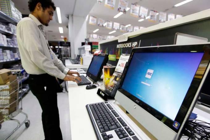 vendedor-computador-supermercado-sp-comercio-tecnologia-20110303-original.jpeg