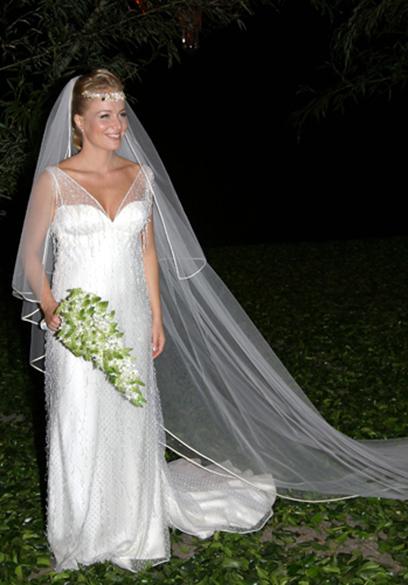 A apresentadora Angélica com vestido de Carlos Tufvesson para o casamento com Luciano Juck, em 2004