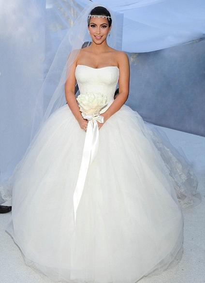 O vestido bufante de Kim Kardashian, criado pela estilista Vera Wang para o casamento com o jogador de basquete Kris Humphries, em 2011