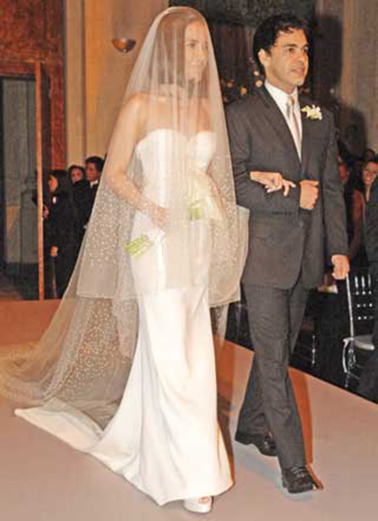 O vestido de noiva de Wanessa Camargo, assinado por Fernando Costa, da grife Calvin Klein, e usado em cerimônia de 2007